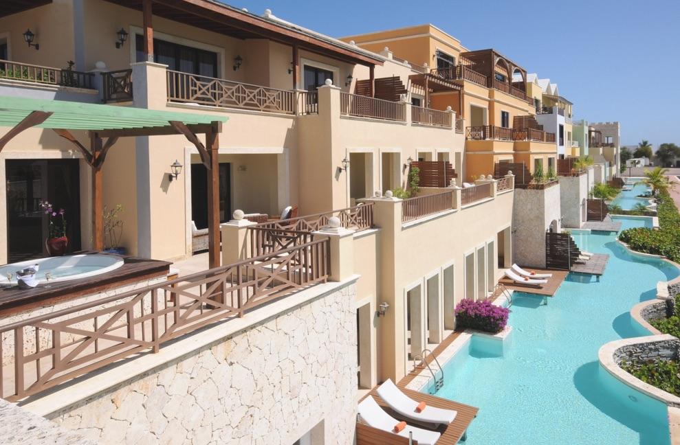 Swim-up suites at Alsol Luxury Village