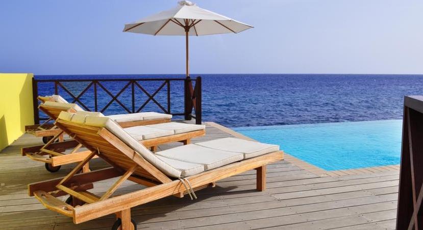 Oceanview infinity pool at Scuba Lodge & Suites.