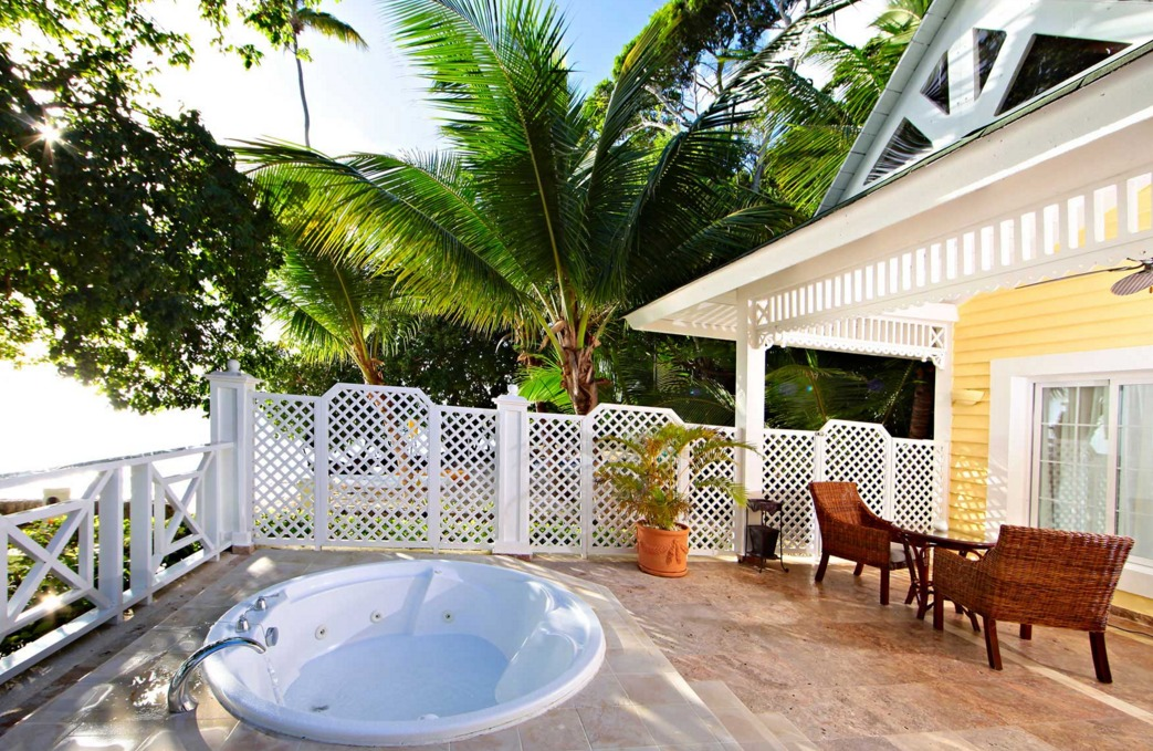 Outdoor Whirlpool Tub at Cayo Levantado