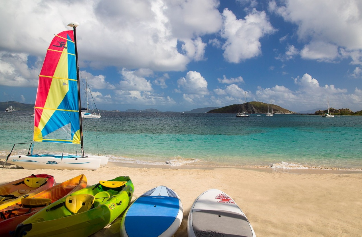 Guests can paddleboard, kayak or take a day trip to nearby islands.