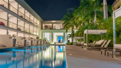 Swim-out suites at Platinum Yucatan Princess offer direct pool access.