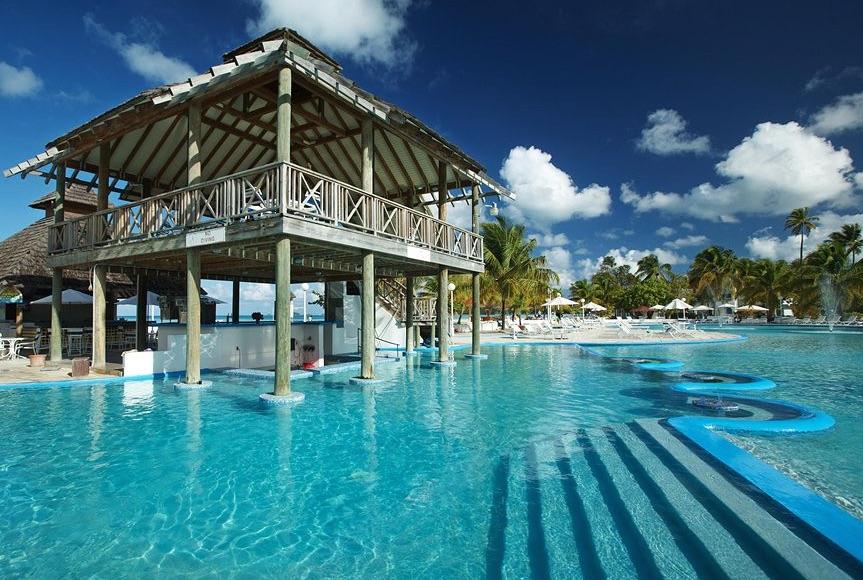 Fantasy Pool with swim-up bar at Jolly Beach