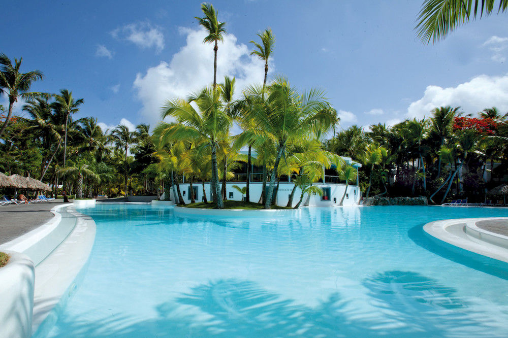 Riu Naiboa Pool Bar