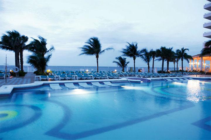Riu Palace Paradise Island Pool