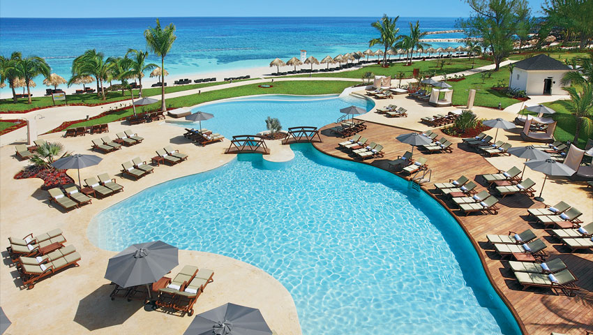 Preferred Club members have access to a private pool.