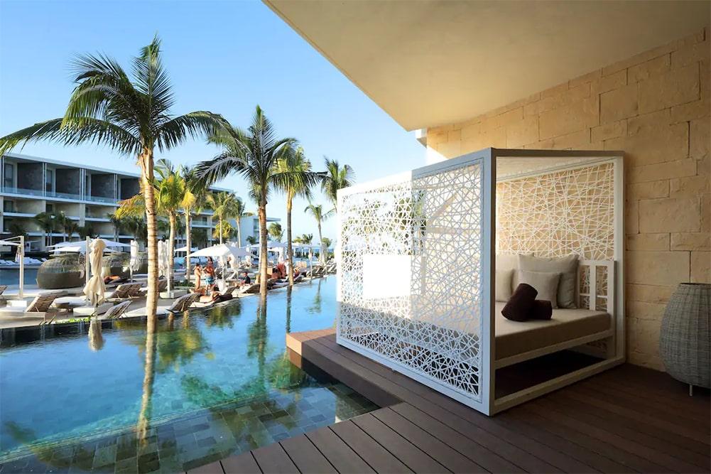 Junior swim-up suite at TRS Coral Hotel